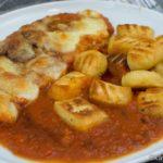 Überbackene Kalbsschnitzel mit Gnocchi
