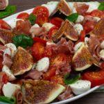 Tomate-Mozzarella Salat mit Feigen und Serrano Schinken