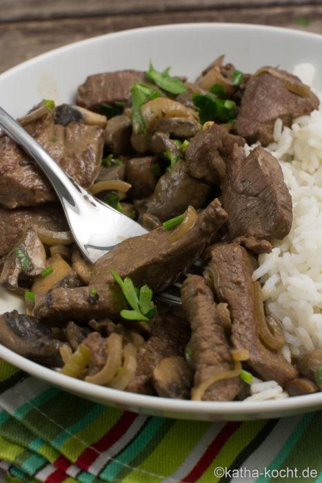 Wild-Stroganoff mit Reis
