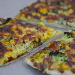 Chicken Curry Pizza mit Brokkoli und Mais