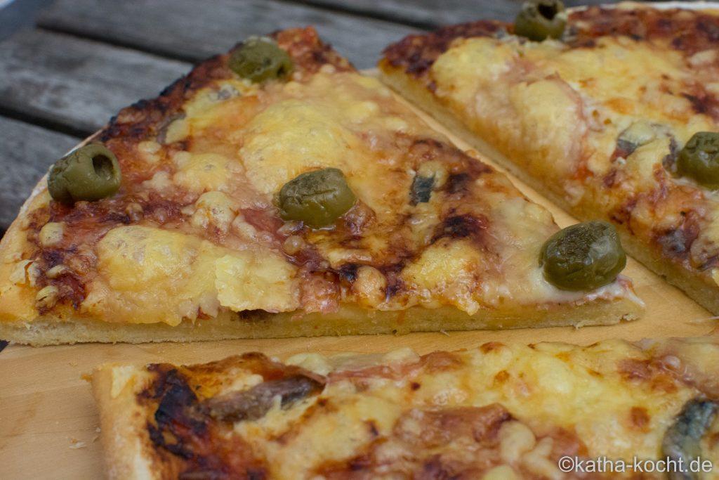 salami_pizza_mit_sardellen_-3