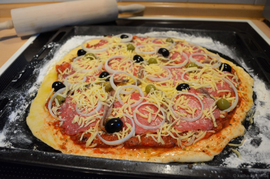 Salami_Sardellen_Pizza_3