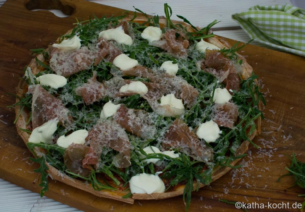 Pizza_mit_Rucola_und_Parmaschinken_ (4)