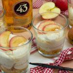 Apfelcréme auf beschwipsten Keksen
