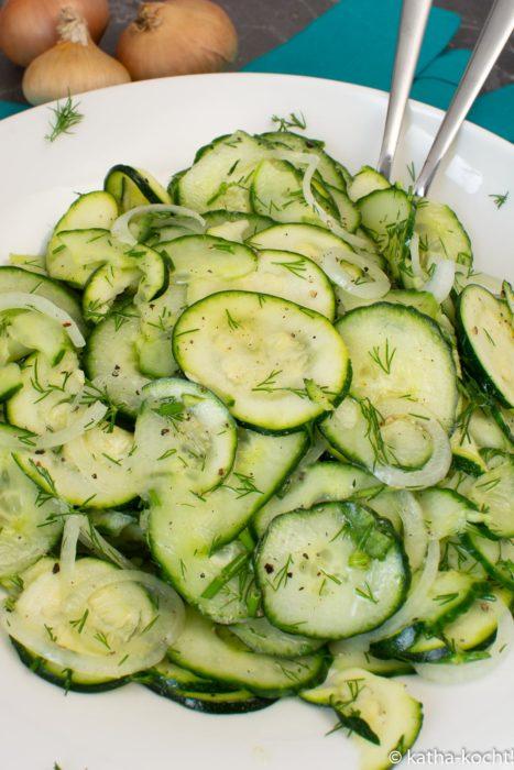 Gurke-Zucchinisalat