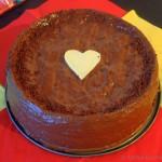 Saftige Schokoladentorte mit Kirschcréme Füllung