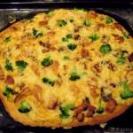 Chicken Curry Pizza mit Brokkoli und Mais
