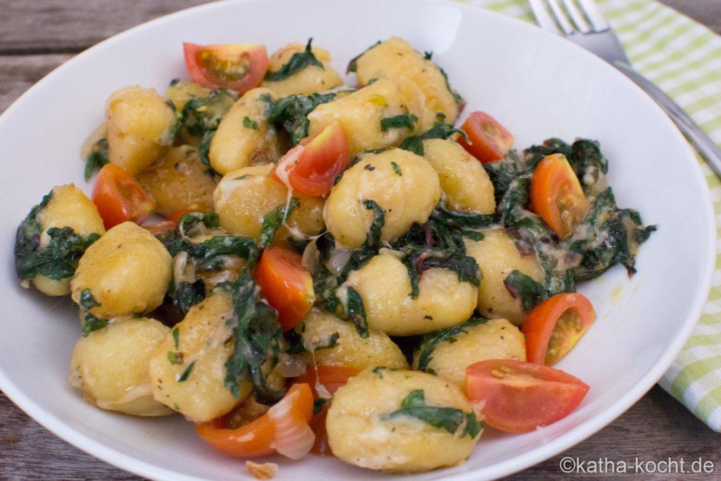 Gnocchi-Pfanne mit Spinat, Tomaten und Käse