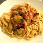 Spaghetti mit Muscheln, Pancetta und italienischen Tomaten