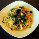 Spaghetti con Olio mit Oliven und Bärlauch