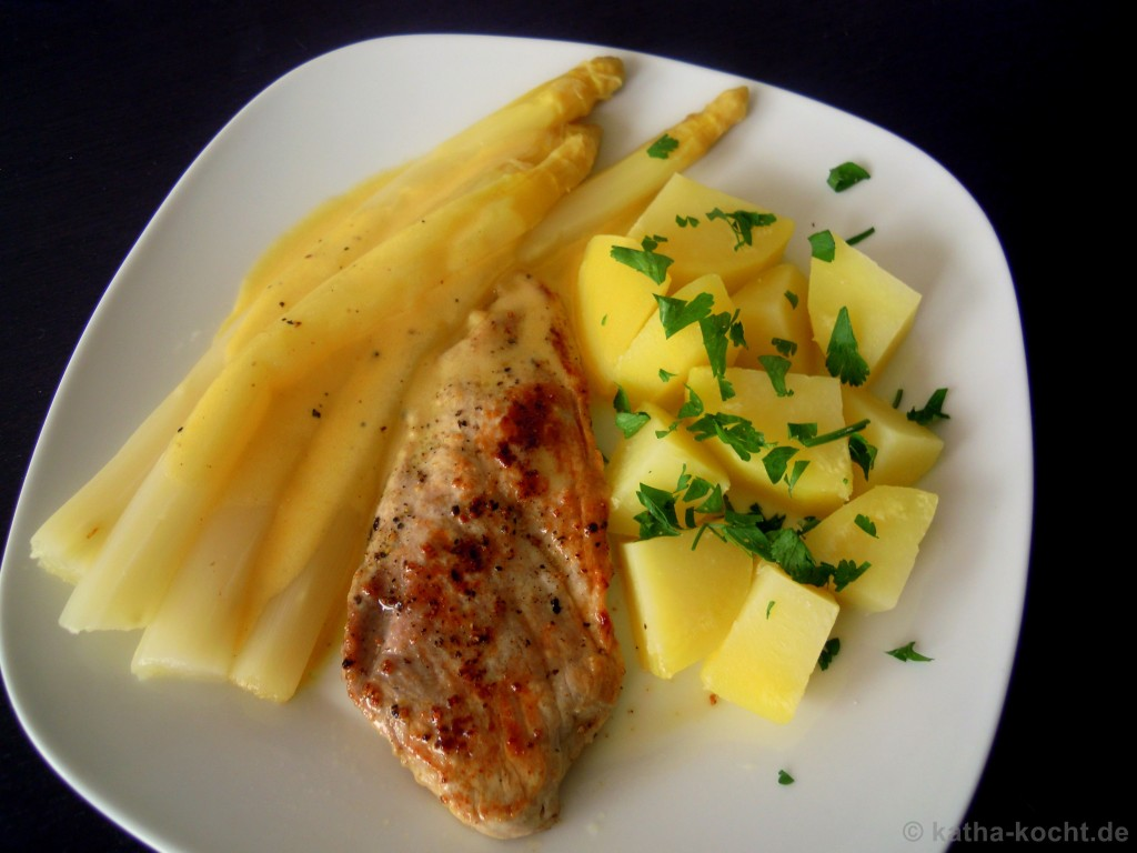 spargel mit sauce hollandaise schweineschnitzel und salzkartoffeln katha kocht. Black Bedroom Furniture Sets. Home Design Ideas