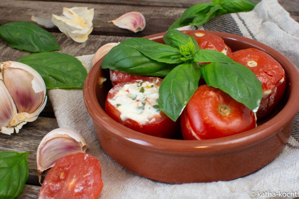 Tapas - italienische Tomaten mit Frischkäsefüllung