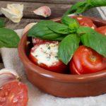 Tapas – Italienische Tomaten mit Basilikum-Frischkäse-Füllung