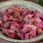 Matjessalat mit Gurken und roter Bete