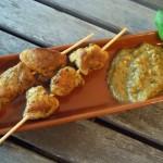Tapas – Schweinefleisch-Spieße mit Curry-Bananensauce