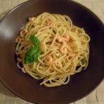 Spaghetti mit Garnelen und Kräutern in Weißwein-Sahnesauce