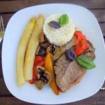 Thailändischer Rinderbraten mit Spargel und Reis