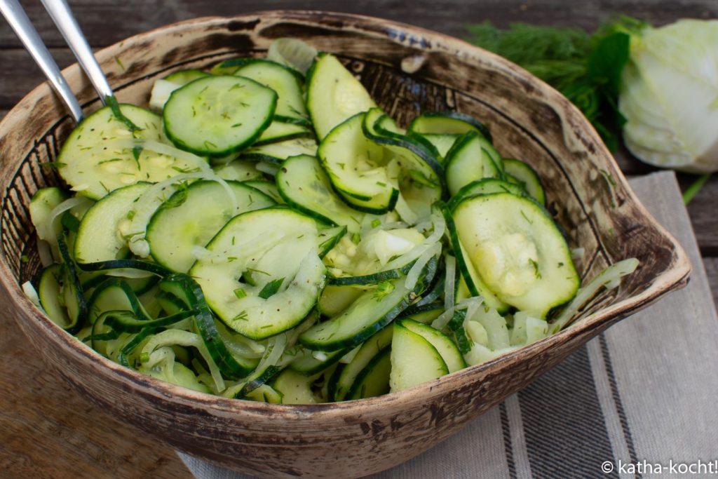 Gurke-Zucchinisalat mit Fenchel und Minze