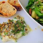 Steinbeißerfilet mit Kräutern und buntem Salat