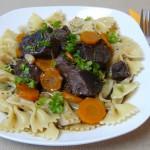 Toskanischer Pfeffertopf mit Möhrchen und Nudeln