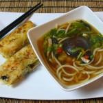 Ph? Bò und vietnamesische Frühlingsröllchen