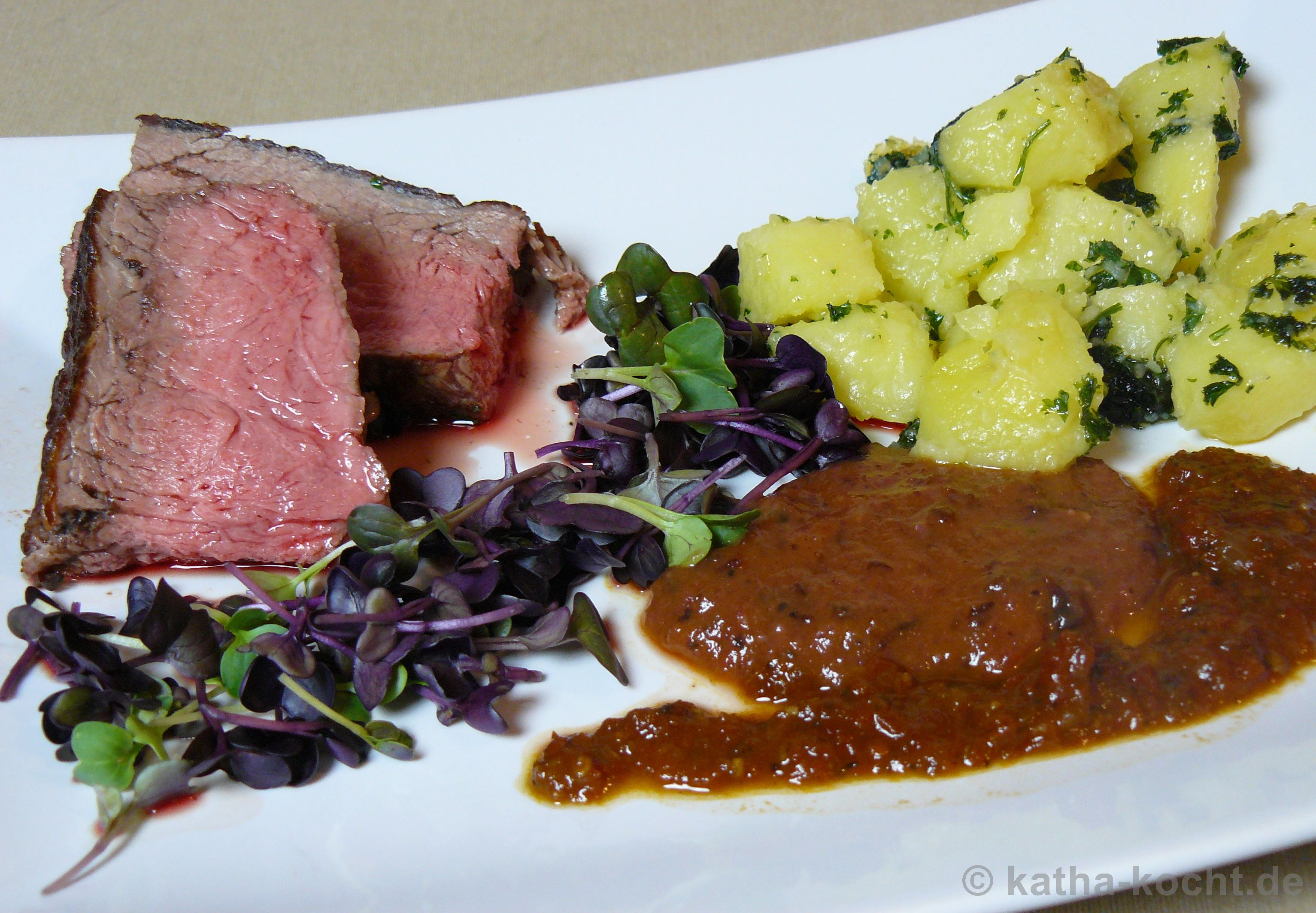 roastbeef mit kartoffeln und zwei leckeren saucen katha kocht. Black Bedroom Furniture Sets. Home Design Ideas