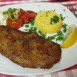 Kalbsschnitzel mit Polenta und Tomate-Mozzarella