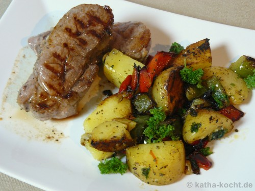 frischlings steak mit kartoffel paprika pfanne katha kocht. Black Bedroom Furniture Sets. Home Design Ideas