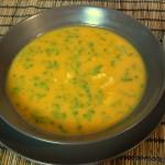 Süßkartoffelsuppe mit Hähnchen und Koriander