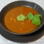 Aufgekocht – Tomatensuppe mit Hähnchenbrust, Schafskäse und Avocado