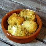 Tapas - frittierte Frischkäsebällchen mit Oliven
