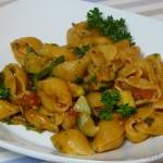 Conchiglie mit Herzmuscheln und Zucchini