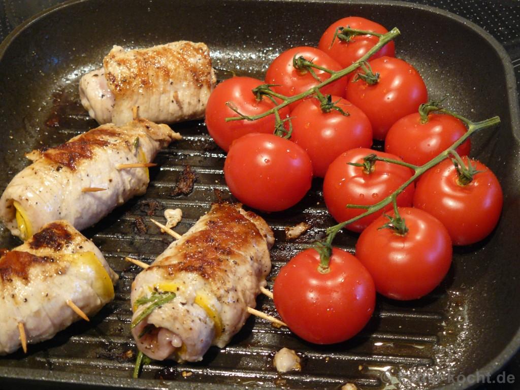 Zucchini-Schweineröllchen_Mit_Spargel_Reibeplätzchen_4