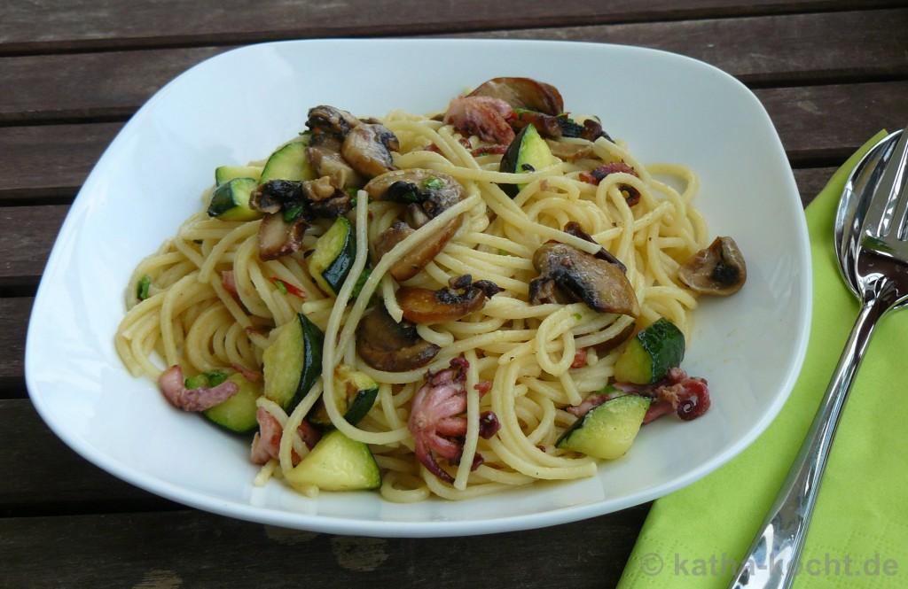 Pasta_Mit_Kleinen_Polpos_Champignons_Zucchini_3