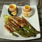 Spargel in Speck mit Ei zum dippen