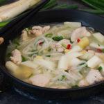 Thai-Suppe mit Huhn und Spargel