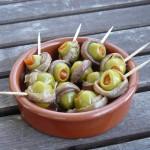 Tapas – Oliven im Sardellenband