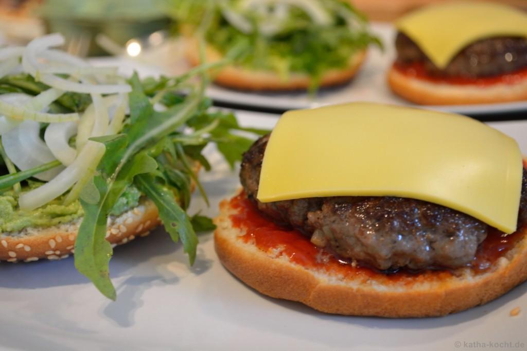 Avocado-Burger_mit_Pommes_3