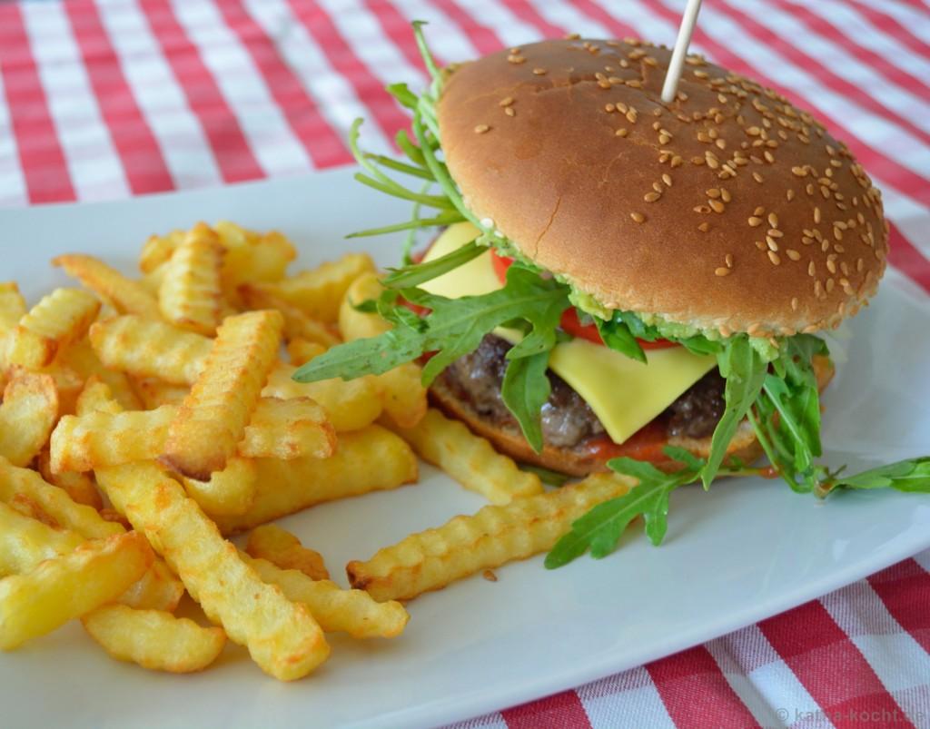 Avocado-Burger_mit_Pommes_4