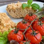 Kopanisti und gebackene Tomaten