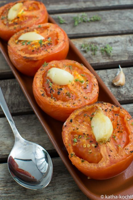 Tapas - gebackene Knoblauch-Tomaten mit Thymian