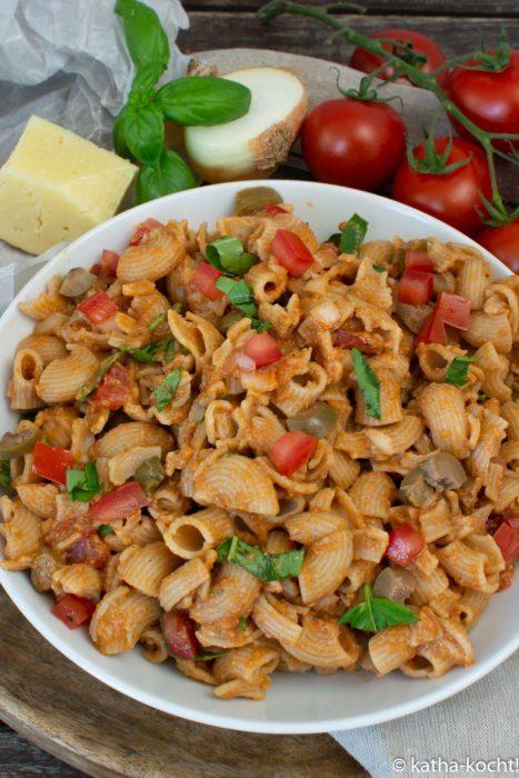 Nudelsalat mit Olivenpesto