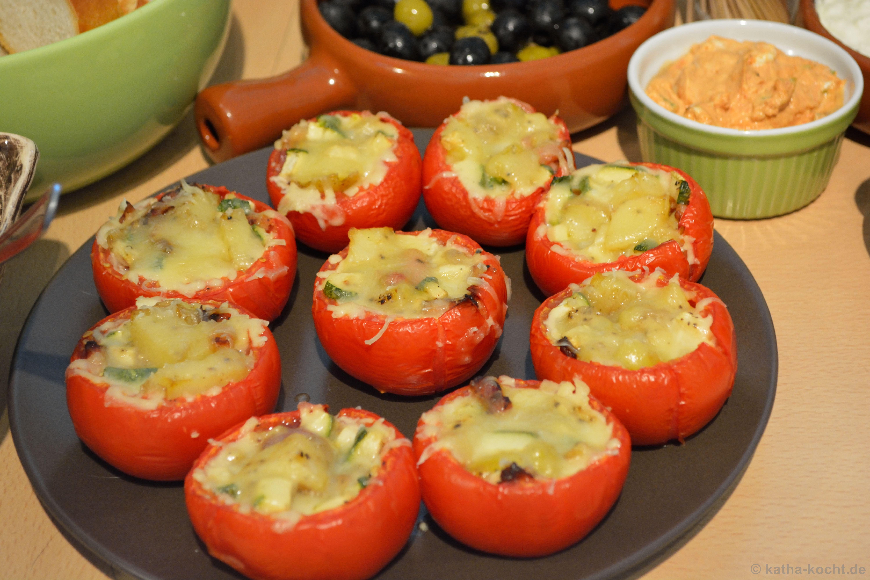 tapas gef llte tomaten mit kartoffel zucchini und speck. Black Bedroom Furniture Sets. Home Design Ideas