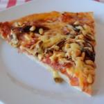 Wilde Salami-Pizza mit Steinpilzen