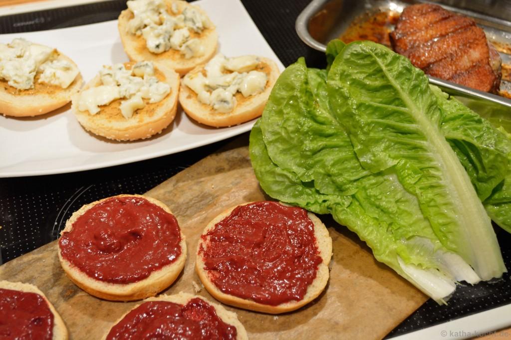 Enten-Burger_Mit_Brombeer-Schoko-Chili-Sauce_2