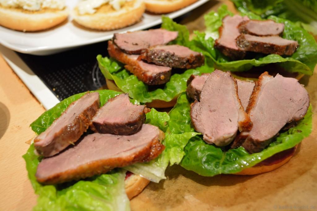 Enten-Burger_Mit_Brombeer-Schoko-Chili-Sauce_4
