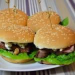 Enten Burger mit Brombeer-Schoko-Chili-Sauce