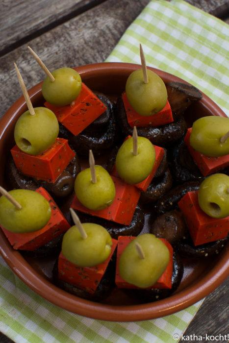 Tapas - kleine Pesto-Käse Spieße