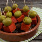Tapas – kleine Pesto-Käse Spieße