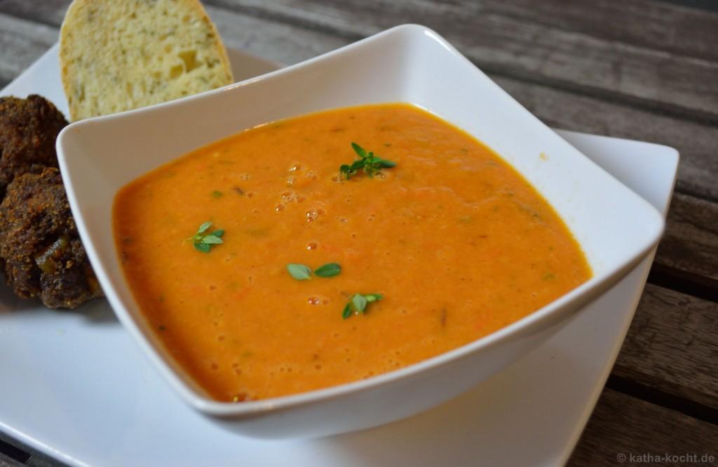 Tomaten-Pflaumen_Suppe_Mit_Hackbällchen_9